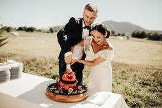 Michaela Klouda Photography – Bryllupsfotograf i Oslo, Norge og hele verden Fruit Wedding Cake, Wedding Cakes, Lace Wedding, Wedding Dresses, Photography Portfolio, Fashion, Moda, Bridal Dresses, Alon Livne Wedding Dresses