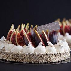 Comme un accessoire à la mode, notre pâtisserie du samedi réinvente les tendances gourmandes de la saison. Commandez vite votre Tarte Automne moderne aux figues ! (Avant ce soir 19h) http://nicolas-bernarde.com/2016/09/automne-moderne-aux-figues/ #NicolasBernardé #PâtisserieDuSamedi #PDS #dessert #cake #gourmand #gourmet #teatime #Frenchpastry #tarte #pie #vanilla #vanille #amande #almond #figue #fig #gâteau #LaGarenne #Colombes #LaDefense #Neuilly #Courbevoie #Levallois #Instafood #goûter