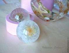 Jewelries with dandelion, glass and seashells. Epoxy resin and molds. Resin Crafts, Resin Art, Resin Jewelry, Jewelry Crafts, Dandelion Paperweight, Mold Making, Master Class, Sea Shells, Diy Gifts