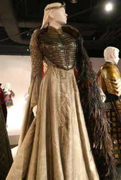 Sansa Stark Game of Thrones Kostüm der Königin des Nordens Cersei Lannister Costume, Sansa Stark Costume, Daenerys Targaryen, Game Of Thrones Outfits, Game Of Thrones Dress, Game Of Thrones Clothing, Jean Grey Costume, Captain Phasma Costume, Game Of Thrones Queen