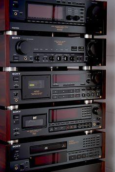 High End Audio Equipment For Sale Radios, Hifi Stereo, Hifi Audio, Equipment For Sale, Audio Equipment, Mc Intosh, Sony Electronics, Cd Player, Hi Fi System