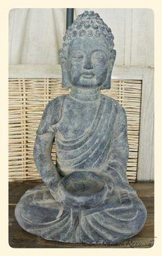 Buddha aus Zementguss mit Schale in den Händen für z.B. eine Kerze  H:42cm B:24 cm T:14 cm  http://www.schmuckraum.ch/online-shop/deko/buddha-aus-zementguss-mit-schale.php