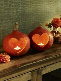 Herbstdeko mit Kürbissen in Herzform - Pumpkins with a heart - hearty crafts for autumn.