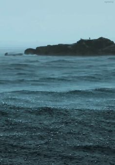 Deus e eu, o mar e a chuva. Muito agradecida....
