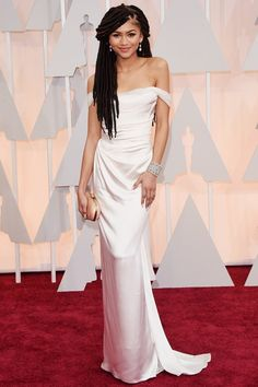Academy Awards 2015 Red Carpet Arrivals - Zendaya from She's way too skinny, but this dress is still a Vivienne Westwood masterpiece Moda Zendaya, Zendaya Dress, Celebrity Red Carpet, Celebrity Dresses, Celebrity Style, Formal Dresses 2015, Strapless Dress Formal, Best Oscar Dresses, Outfits