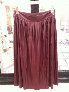 La jupe plissée en similicuir de Monoprix