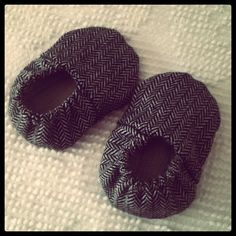 A while back I bought some cute little baby shoes on etsy. Ever since, I've thought about trying to make something similar. A friend of ...