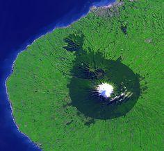 NASA satellite photo of Taranaki. The forested area matches the national park boundary fairly closely. - NEO egmont big - Mount Taranaki - Wikipedia, the free encyclopedia