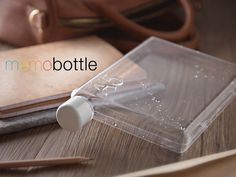 The memobottle fits in your bag alongside your laptop and books. Together we can reduce the consumption of single-use bottles.