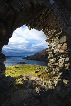 Scotland, Scottish Highlands, Strome Castle.
