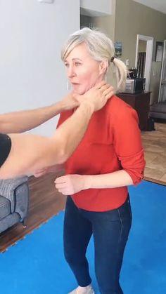 Self Defense Moves, Self Defense Martial Arts, Best Self Defense, Personal Defense, Martial Arts Techniques, Self Defense Techniques, Martial Arts Workout, Martial Arts Training, Gym Workout Tips