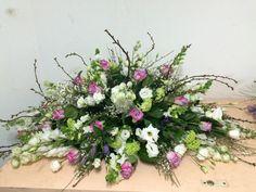 Arrangements Funéraires, Funeral Arrangements, Easter 2020, Flower Spray, Funeral Flowers, Flower Pictures, Floral Wreath, Wreaths, Flower Ideas