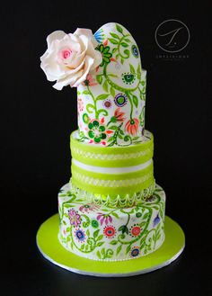 Made this hand painted and RI pipping cake for a dear friend this year who's birthday falls in spring base on her favourite colour lime green.