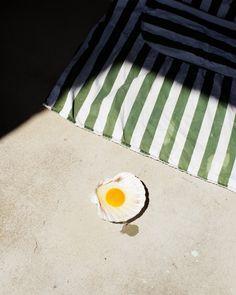 Still Life Photography by Ester Grass Vergara – Design. Modern Photography, People Photography, Still Life Photography, Creative Photography, Food Photography, School Photography, Still Life Artists, Brunch, Still Life Photos