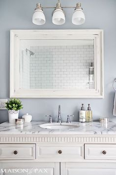 Tips for Designing a Small Bathroom I love this bathroom! Gorgeous finishes and brilliant ideas for space-efficient solutions at I love this bathroom! Gorgeous finishes and brilliant ideas for space-efficient solutions at Grey Marble Bathroom, Grey Bathrooms, Bathroom Small, Bathroom Vanities, Gray Marble, Modern Bathroom, Master Bathroom, Minimalist Bathroom, Bathroom Cabinets