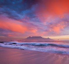 Would just love to go back to Cape Town! Table Mountain from Blouberg Beach, Cape Town, South Africa Table Mountain Cape Town, Mountain Sunset, Cape Town South Africa, Africa Travel, Landscape Photographers, Beautiful Landscapes, Nature Photography, Inspiring Photography, Creative Photography