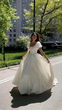 Cute Prom Dresses, Dream Wedding Dresses, Ball Dresses, Pretty Dresses, Bridal Dresses, Beautiful Dresses, Wedding Gowns, Ball Gowns, Fantasy Gowns