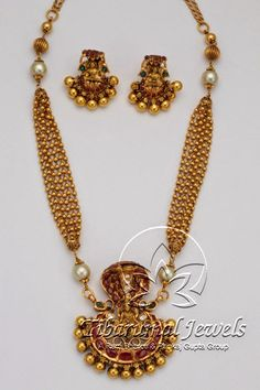 Indian Jewelry - Majestic Indian Bridal Dress and Jewelry >>> Read more at the image link. Antique Necklace, Antique Jewelry, Beaded Necklace, Pendant Necklace, Gold Pendant, Necklace Set, Pendant Jewelry, Bridal Jewelry, Gold Jewelry