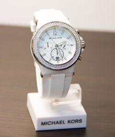 Sharing Happens • Pin a gift • TIC TAC • Reloj Michael Kors blanco US$551