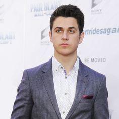 It looks like a photoshoot, but it is just David Henrie at the red carpet. David Henrie, Red Carpet, Suit Jacket, Handsome, Celebrity, Marvel, Photoshoot, Blazer, Superhero