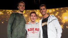 Antes de conocer al ganador del Balón de Oro 2014, Lionel Messi, Cristiano Ronaldo y Manuel Neuer dieron juntos una rueda de prensa y dejaron varias frases. Lejos de la rivalidad, ambos cracks del Barcelona y Real Madrid. January 12, 2015.