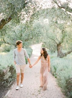 Lovers stroll hand in hand. The colors, light, movement, natural flow... again, would make an amazing maternity portrait