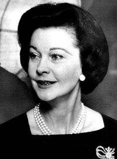 vivien leigh - it never occurred to me until now how much my Aunt M.O. looked like her when they were this age.