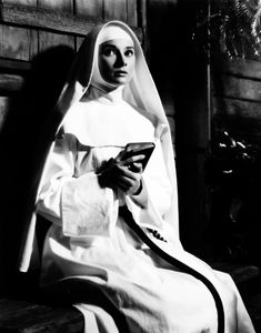 The Nun's Story - Audrey Hepburn (nominated for best actress Oscar See more Hepburn below. This photo captures so much of what made Hepburn Hepburn. Golden Age Of Hollywood, Old Hollywood, The Nun's Story, Audrey Hepburn Born, I Look To You, Nuns Habits, Best Actress Oscar, Divas, My Fair Lady