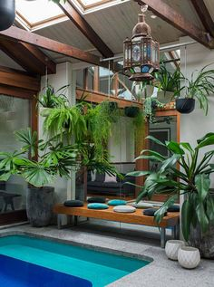Limited space doesn't have to mean limited outdoor style. This small warehouse courtyard manage...