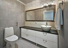 Kohde 18. Villa Roihu, Mammuttikoti. WC ovimalli, Koskeltus OIP10K, kiiltävä valkoinen.