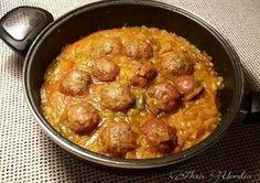 Albóndigas en salsa de berenjenas y cebollas