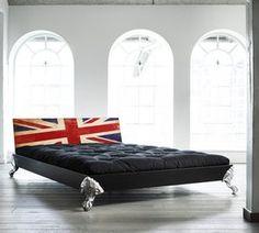 I need this bed! I might adapt the headboard idea as I love it...