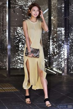 Sooyoung lookin gorgeous at Stella McCartney pop store