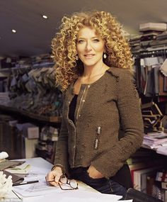 Interiors guru Kelly Hoppen on why her life is anything but beige – Jatinka Blume - Perm Hair Styles Quiff Hairstyles, Black Women Hairstyles, Short Curly Hair, Curly Girl, Medium Hair Styles, Curly Hair Styles, Heart Shaped Face Hairstyles, Grey Hair Journey, Q Hair