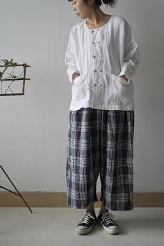 DOUBLE BUTTON SHIRTS LINEN WHITE ¥17,850 WIDE PANTS BLUE MIX CHECK linen100 ¥18,900 INDIAN SHIRTS LINEN WHITE ¥16,800 DIAPER PAN...