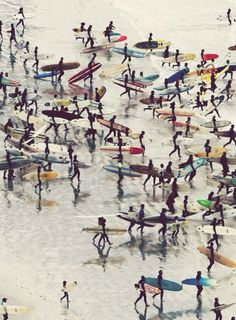 Beach Life ~ The surf is up and everyone is scrambling Surf Vintage, Vintage Surfing, Retro Surf, Surf Mar, Summer Of Love, Spring Summer, Summer Beach, A Well Traveled Woman, Jolie Photo