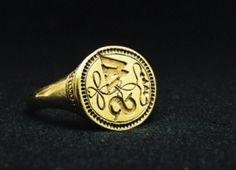 A signet ring, thought to have belonged to William Shakespeare, late sixteenth or early seventeenth century.