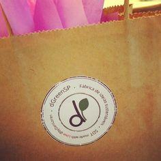 A #mini #girafa escondeu ai dentro rs e foi :) Procure a girafinha Margaret nas nossas fotos e ame-a ;) #clientefeliz #label #tag #selo #logo #pack #packaging #presentes #embalagens #dGreenSP #SDT #byDaniLoren  #design #sustentável #sustainabledesign #Designforall  #miniatura #designsustentável #decora #móveissustentáveis #mtoamorenvolvido #gifts #sustentabilidade #presentesoriginais  www.dgreensp.org . info@dgreensp.org