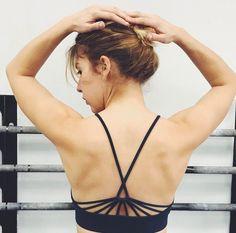 Un sujetador deportivo que parece demasiado bonito para hacer deporte... Sujetador sin costuras Yulia link en la bio ( @lananasblonde)