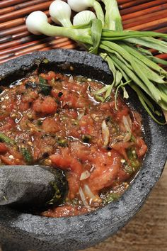 Mexican sauce in Molcajete 💕 Real Mexican Food, Mexican Cooking, Mexican Kitchens, Mexican Dishes, Barbacoa, Sauce Recipes, Cooking Recipes, Mexican Salsa Recipes, Salsa Picante
