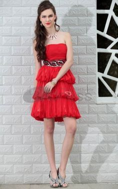 Summer Sweetheart Backless Above Knee Short Tiered Red Graduation Dress For Girl Plus Size Imported China Vestido Para Formatura Sexy Formal Dresses, Red Bridesmaid Dresses, Beautiful Prom Dresses, Wedding Dresses Plus Size, Stylish Dresses, Homecoming Dresses, Red Graduation Dress, Royal Blue Evening Gown, Dress For Body Shape