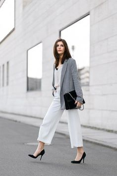 5 ways to style white culottes culottes стиль, женская мода White Culottes, Culottes Outfit, Casual Chique, Style Casual, Workwear Fashion, Work Fashion, Fashion Fashion, Fashion Women, White Cullotes Outfit