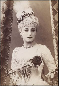 Photograph of Kate Vaughan as Lady Teazle in School for Scandal at the Vaudeville Theatre, London, 1886. l Victoria and Albert Museum #Theatre