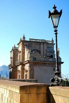 The city of Palermo, Sicily has so many attractions it's mind-blowing. Amazing architecture, delicious food, crystal waters, ancient cities and much more. Beautiful Buildings, Beautiful Places, Palermo Italy, Sicily Italy, Amalfi Coast, Adventure Awaits, Italy Travel, Places To See, Scenery