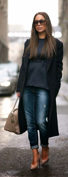 CASUAL - Navy Blue Long Trench Coat with Skinny Jeans in Blue, Christian Louboutin Nude Pumps / Johanna Olsson