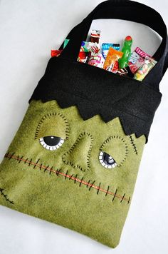 Make this cute DIY monster trick or treat bag with this easy tutorial!