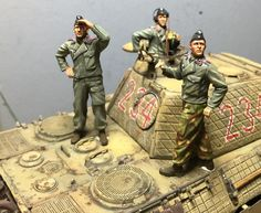 """Panther """"A"""" and crew figures (Dragon 1/35)"""