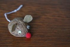 An adorable mouse in a walnut half shell! Plus other walnut crafts