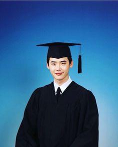 Congratulations to Lee Jong-suk's graduation from Konkuk University!  #이종석 #leejongsuk