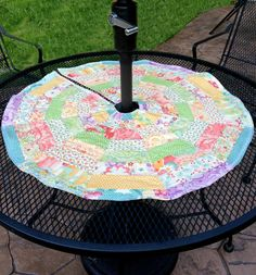 Umbrella Friendly Patio Table Topper - Table runner patterns for the summer!